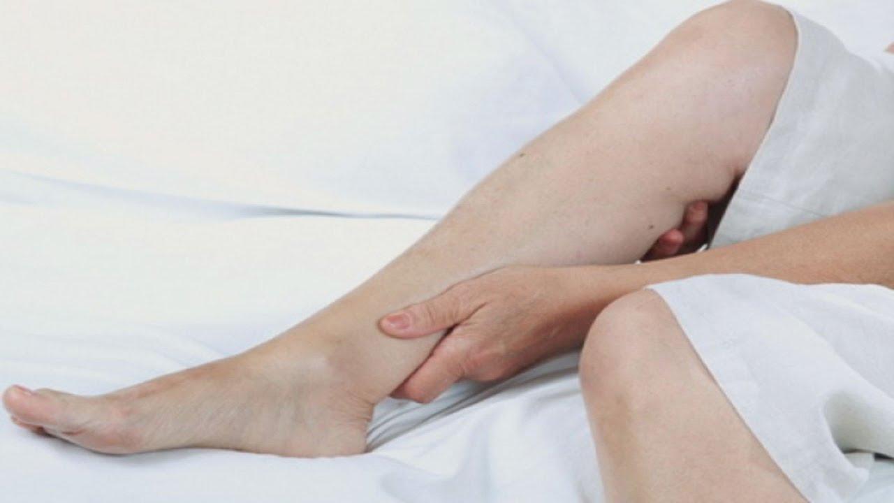 articulațiile brațelor și picioarelor pe partea stângă rănită