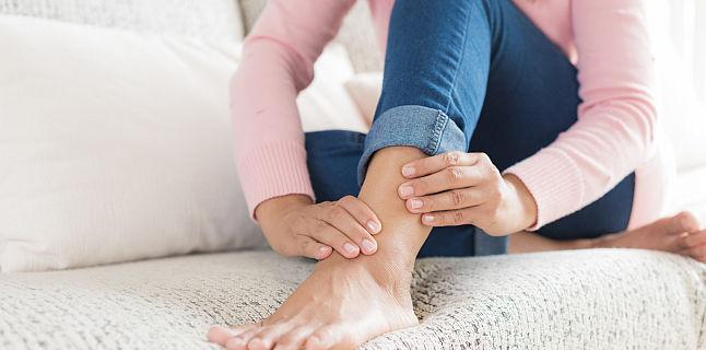 umflarea simptomelor gleznei și tratament pentru durere în articulația cotului unguentului