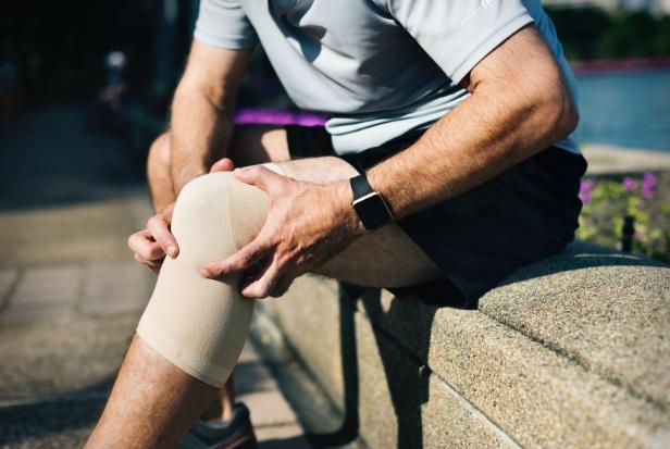 Umflarea Genunchiului Fără Durere - Durere de Genunchi - Cauze, Tratament & Remedii Naturiste