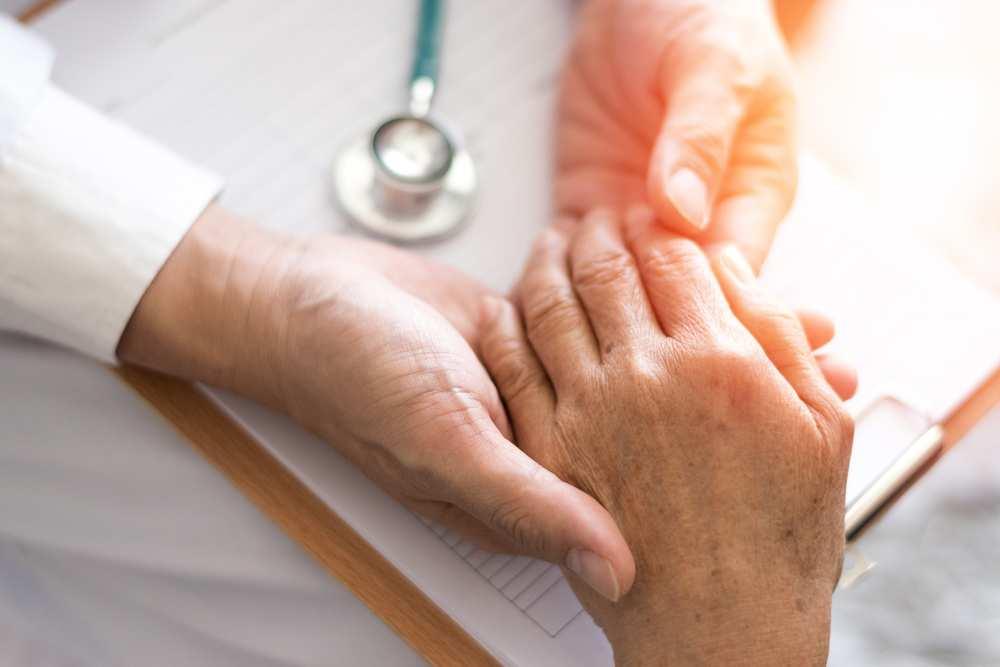 articulațiile de pe mâini degetele doare