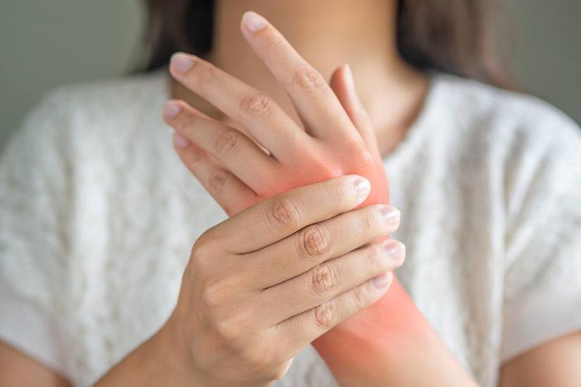 roșeață și durere în articulațiile degetelor