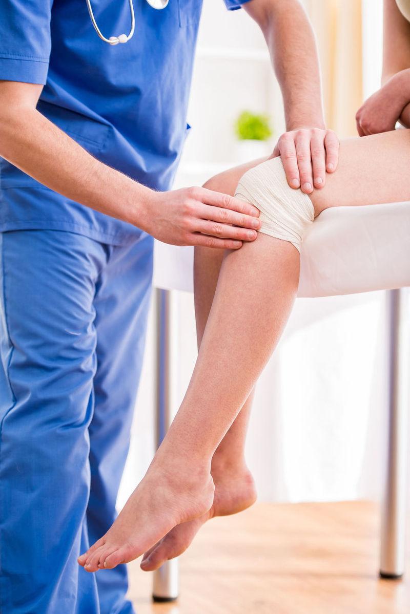 traumatisme închise ale articulației genunchiului drept