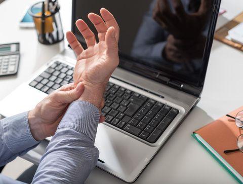 dureri de cot de la un computer